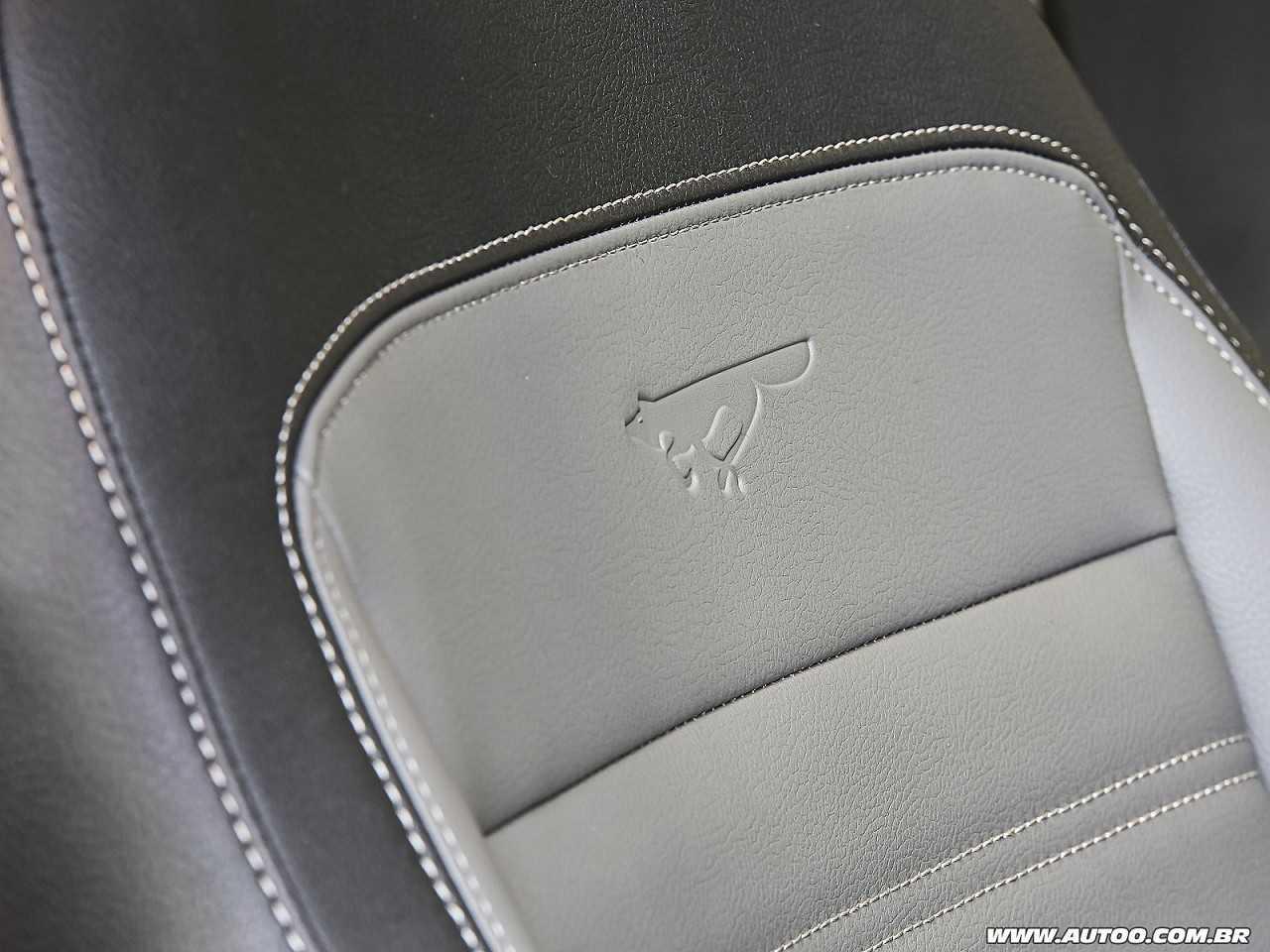 VolkswagenPolo 2018 - bancos dianteiros
