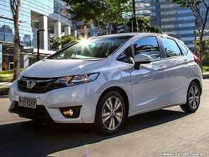 Compro um Honda CR-V 2012 ou parto para um Fit 2017 ainda na loja?