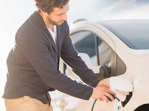 Pedestre: cuidado com carro elétrico