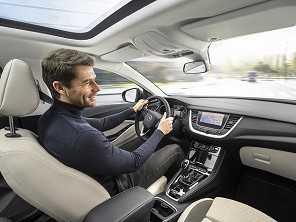 Pesquisa comprova o que muita gente já sabia: música é capaz de melhorar o humor ao volante