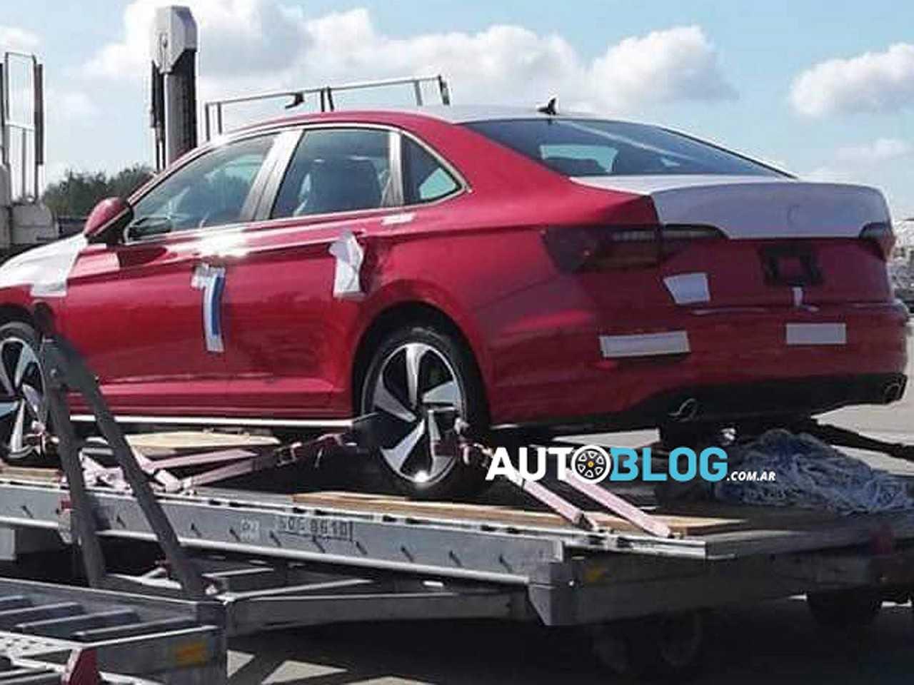 Flagra do novo VW Jetta com motor 2.0 turbo publicado no site Argentina Autoblog