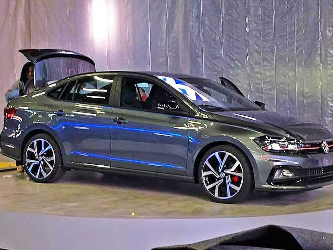 O Virtus GTS já sem a cobertura dentro do estande da VW