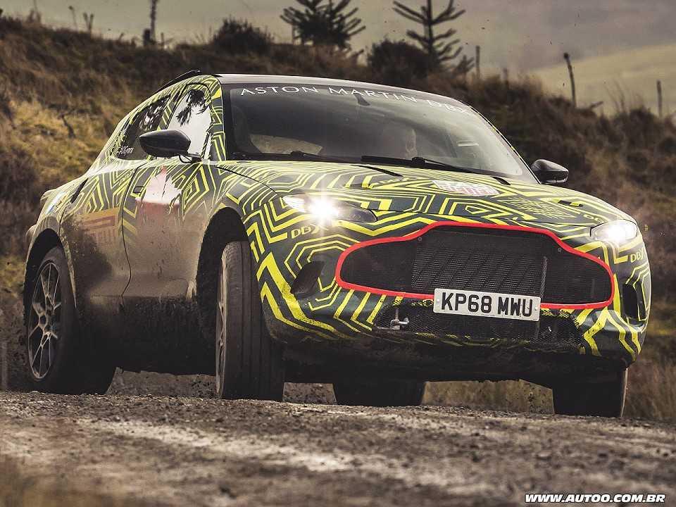 O protótipo físico inicial do Aston Martin DBX em avaliação na Europa