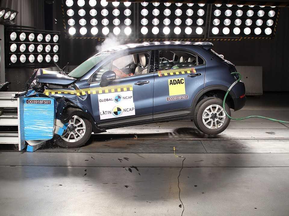 FIat 500X durante ensaio para avaliação de segurança realizado pelo Latin NCAP