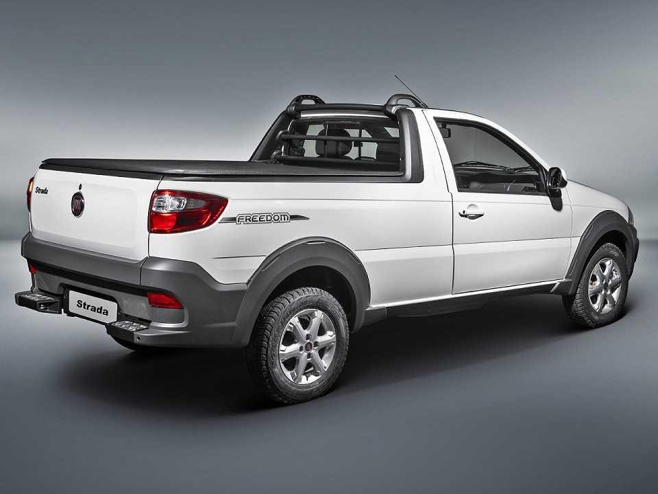 FiatStrada 2019 - ângulo traseiro