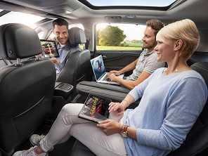Carro para motorista com grande estatura e família numerosa