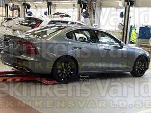 Nova geração do Volvo S60 é flagrada na Europa