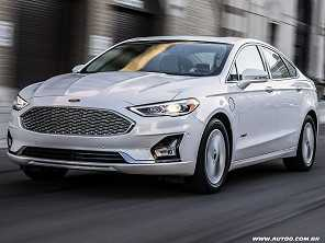 Nos EUA, Ford Fusion vai virar um crossover