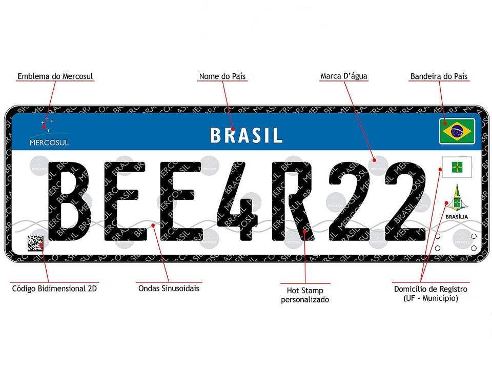 Placa destinada aos carros brasileiros seguindo o padrão que será adotado no Mercosul