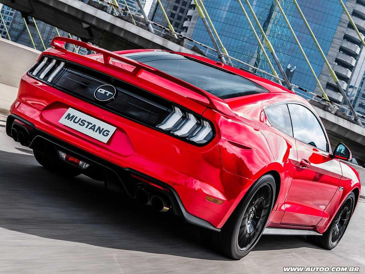 FordMustang 2018 - ângulo traseiro