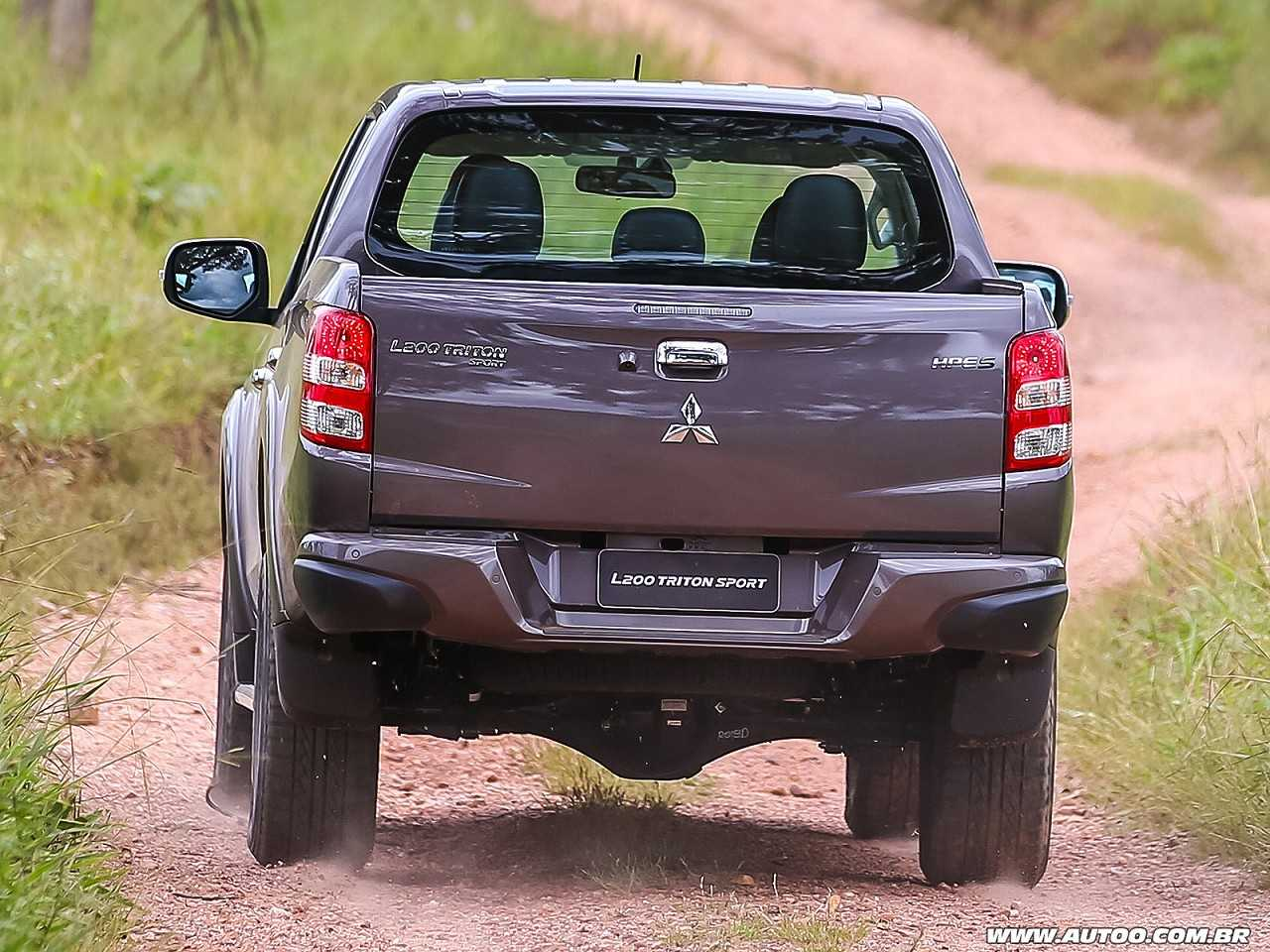 MitsubishiL200 Triton 2019 - ângulo traseiro