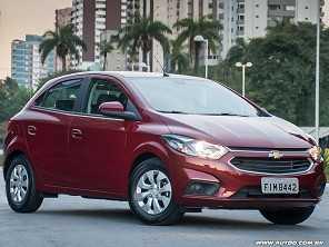 Troco meu Chevrolet Onix agora ou espero a nova geração?