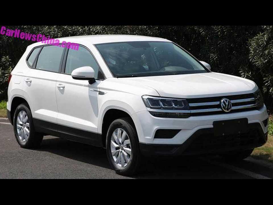 Flagra do Volkswagen Tharu em sua versão final rodando na China