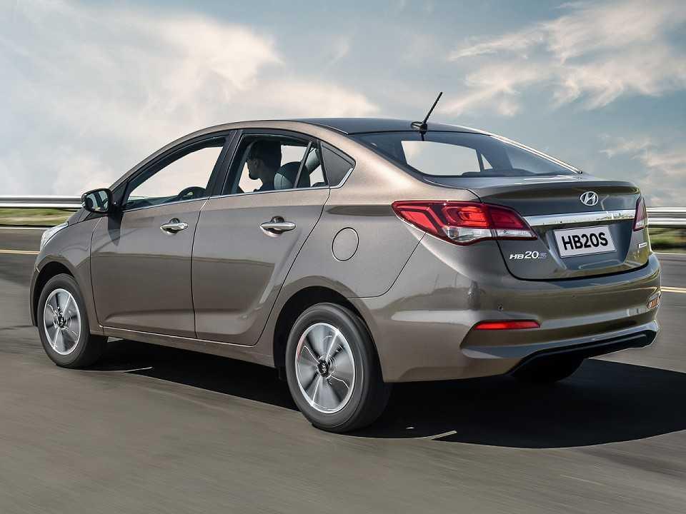 HyundaiHB20S 2019 - ângulo traseiro