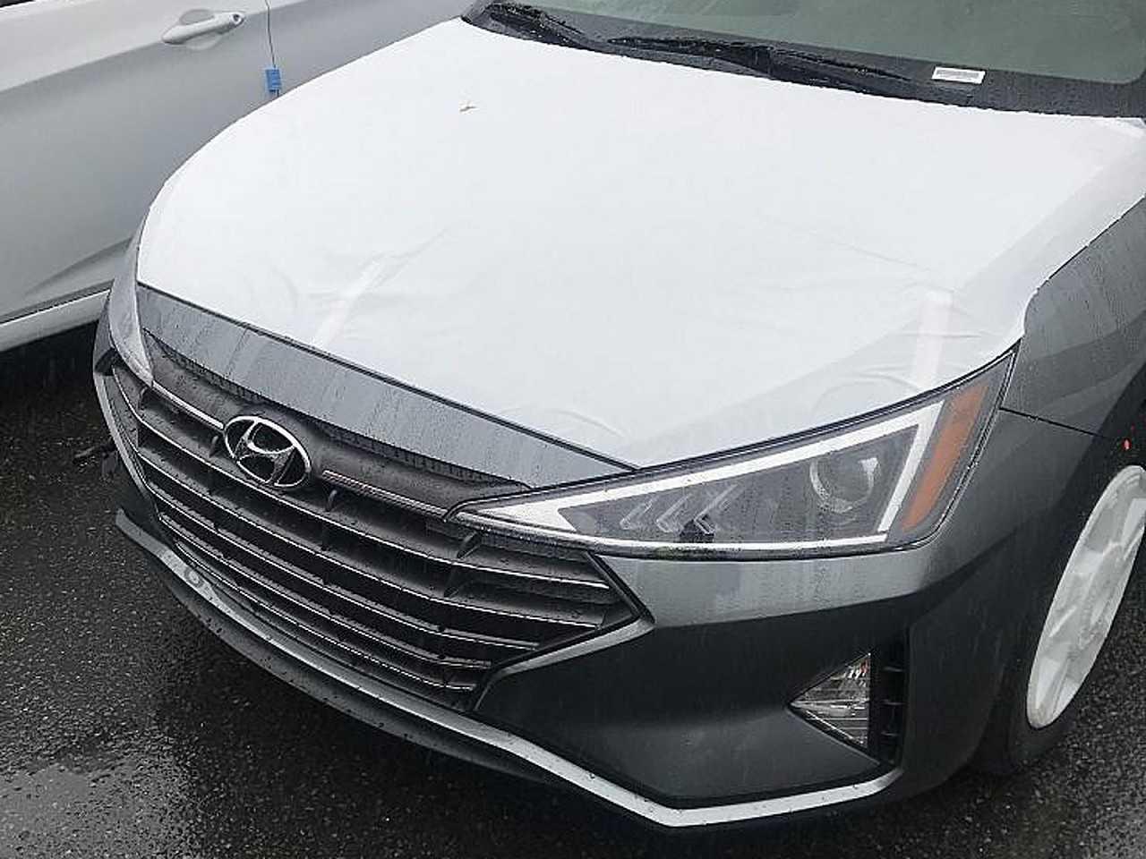 Flagra do novo Hyundai Elantra feito pelo site Almuraba