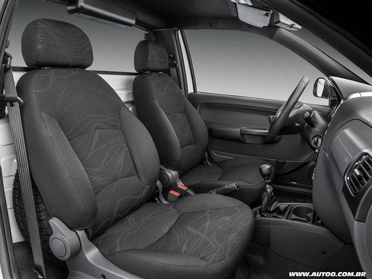FiatStrada 2019 - bancos dianteiros