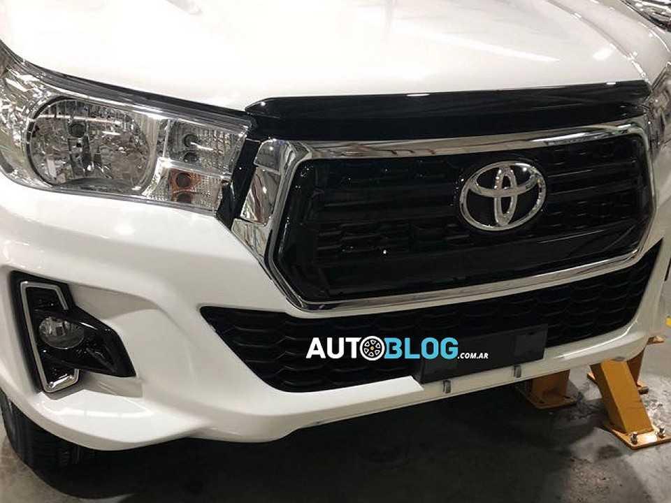 Acima o flagra publicado pelo Argentina Autoblog revelando a Toyota Hilux 2019