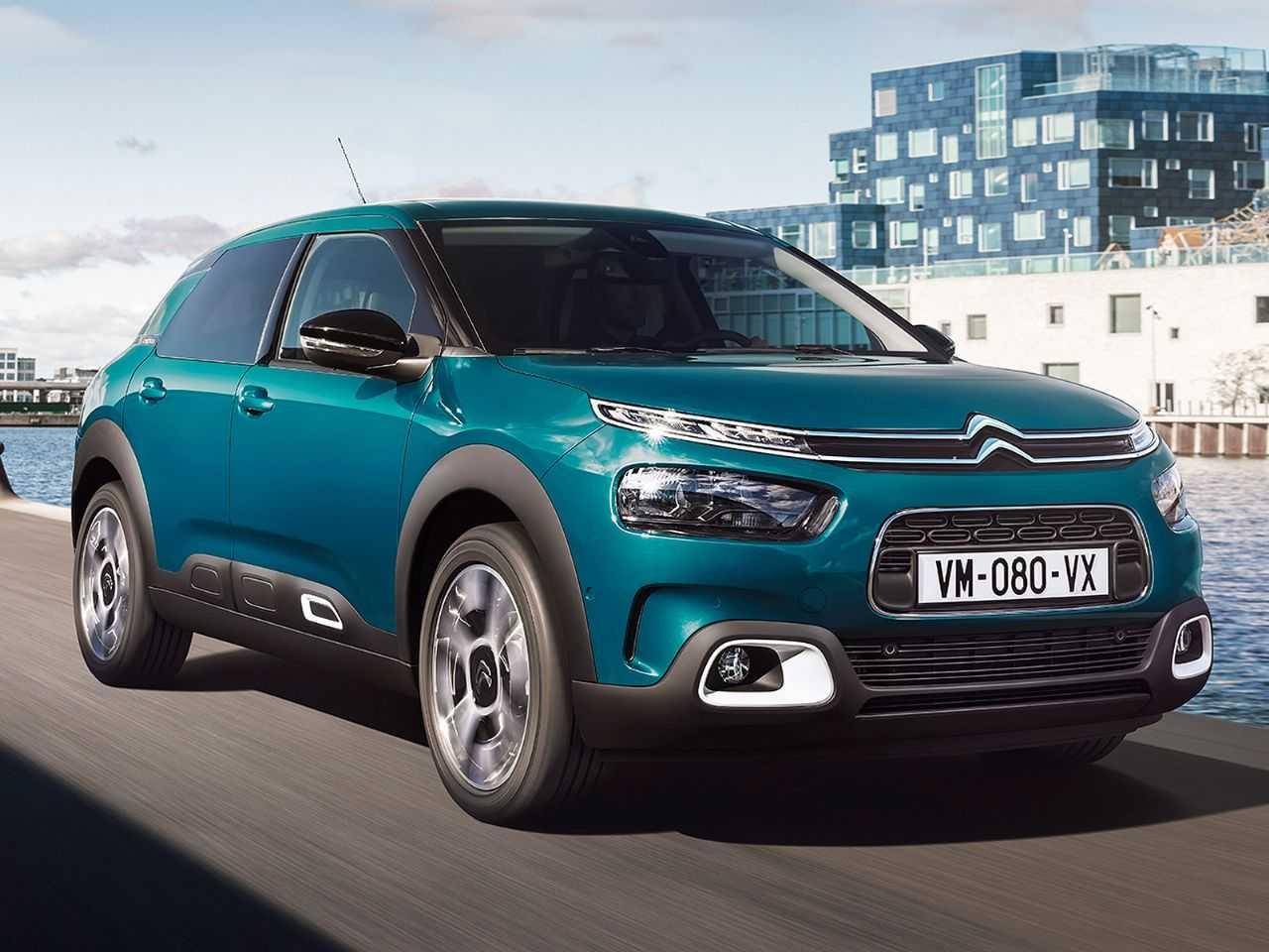 Acima o Citroën C4 Cactus europeu: por lá o modelo é considerado um hatch médio