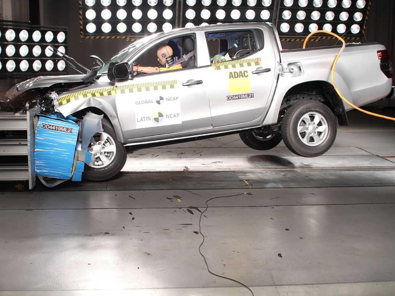 Acima o teste da Mitsubishi L200 realizado pelo Latin NCAP