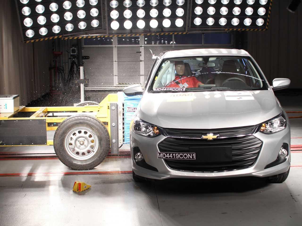 Acima o novo Chevrolet Onix durante avaliação do Latin NCAP