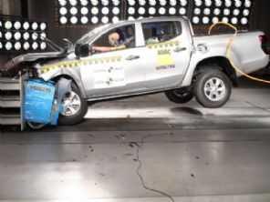 Em versão que não existe no Brasil, L200 é reprovada em avaliação de segurança