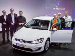 VW entrega o Golf elétrico número 100.000