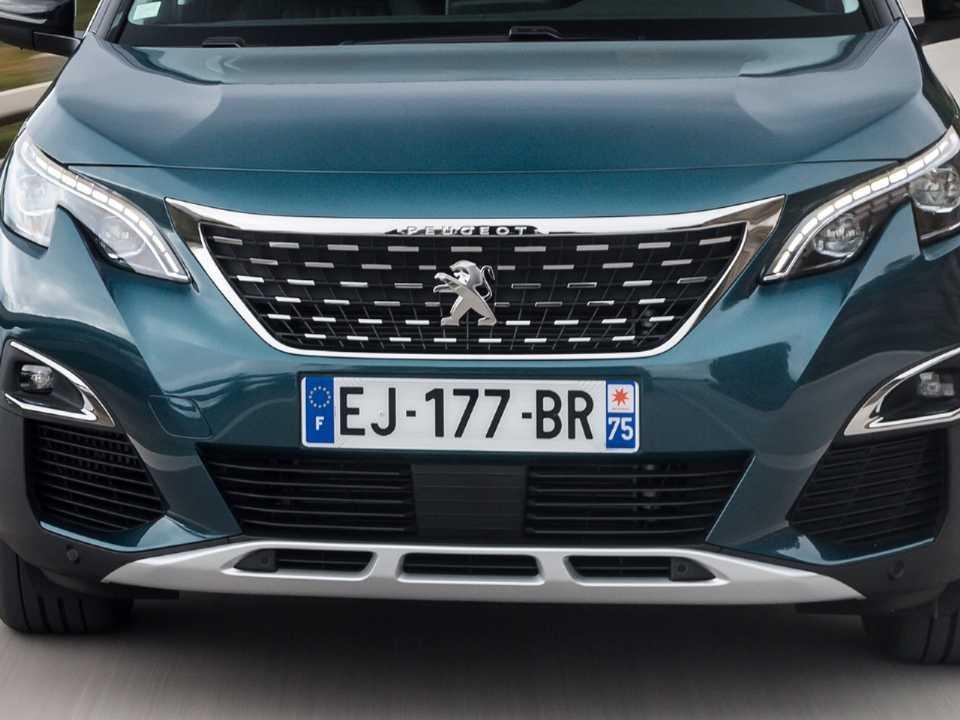 Dianteira do futuro Peugeot 1008 deverá remeter aos atuais SUVs da linha