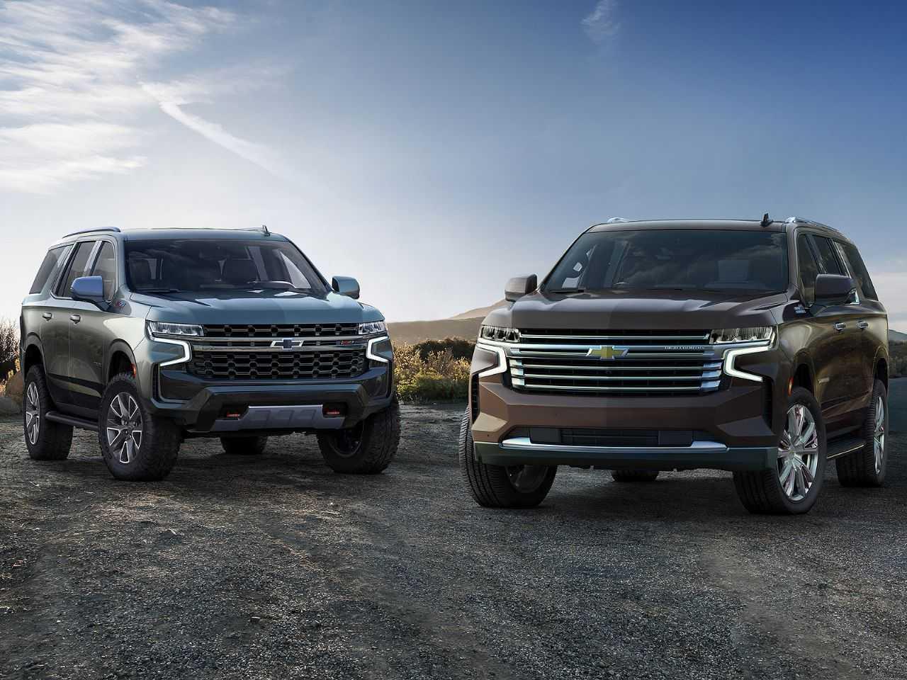 Os novos Chevrolet Tahoe Z71 2021 (esq.) e o Chevrolet Suburban High Country 2021