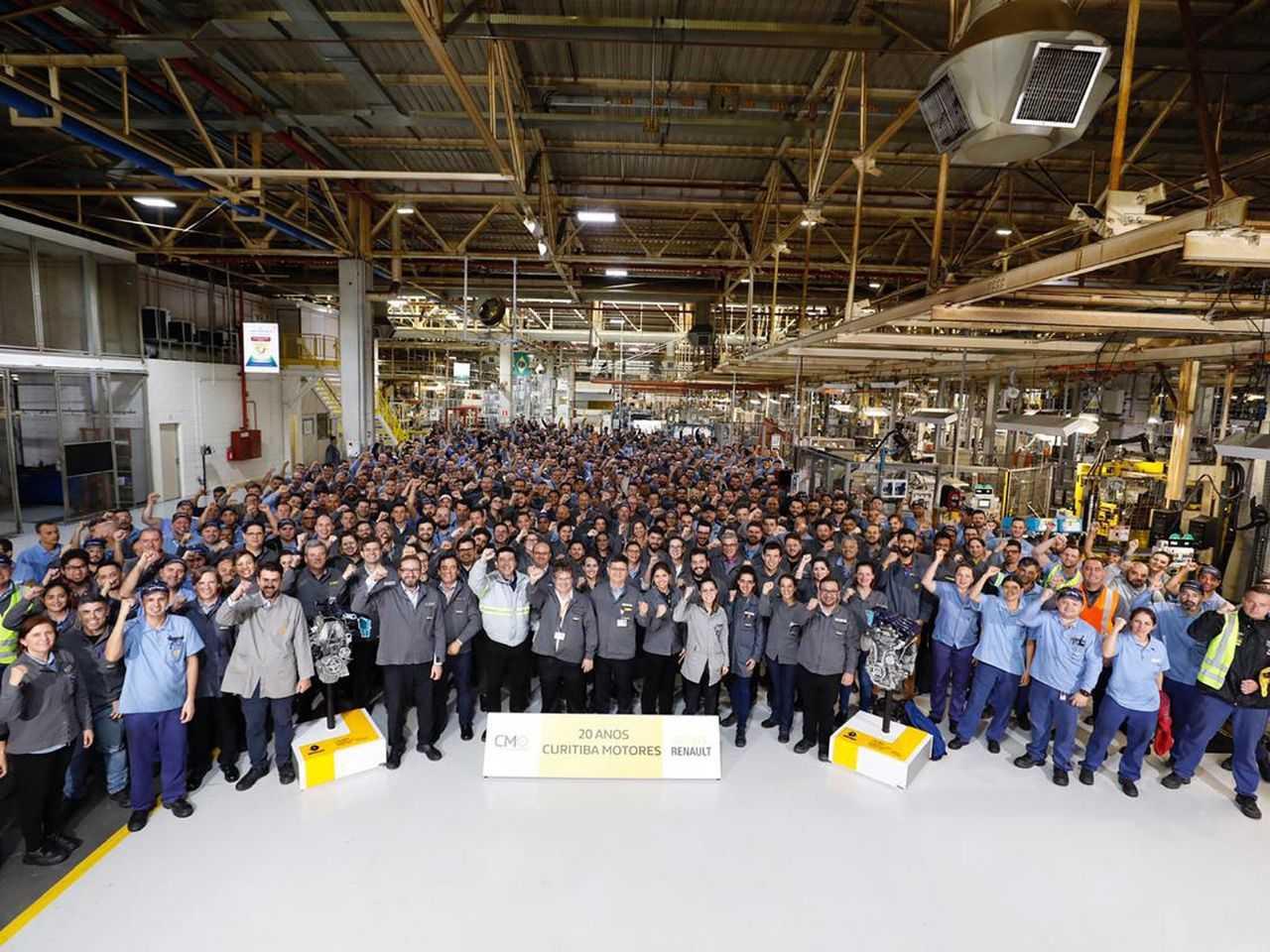 Renault celebra os 20 anos da Curitiba Motores