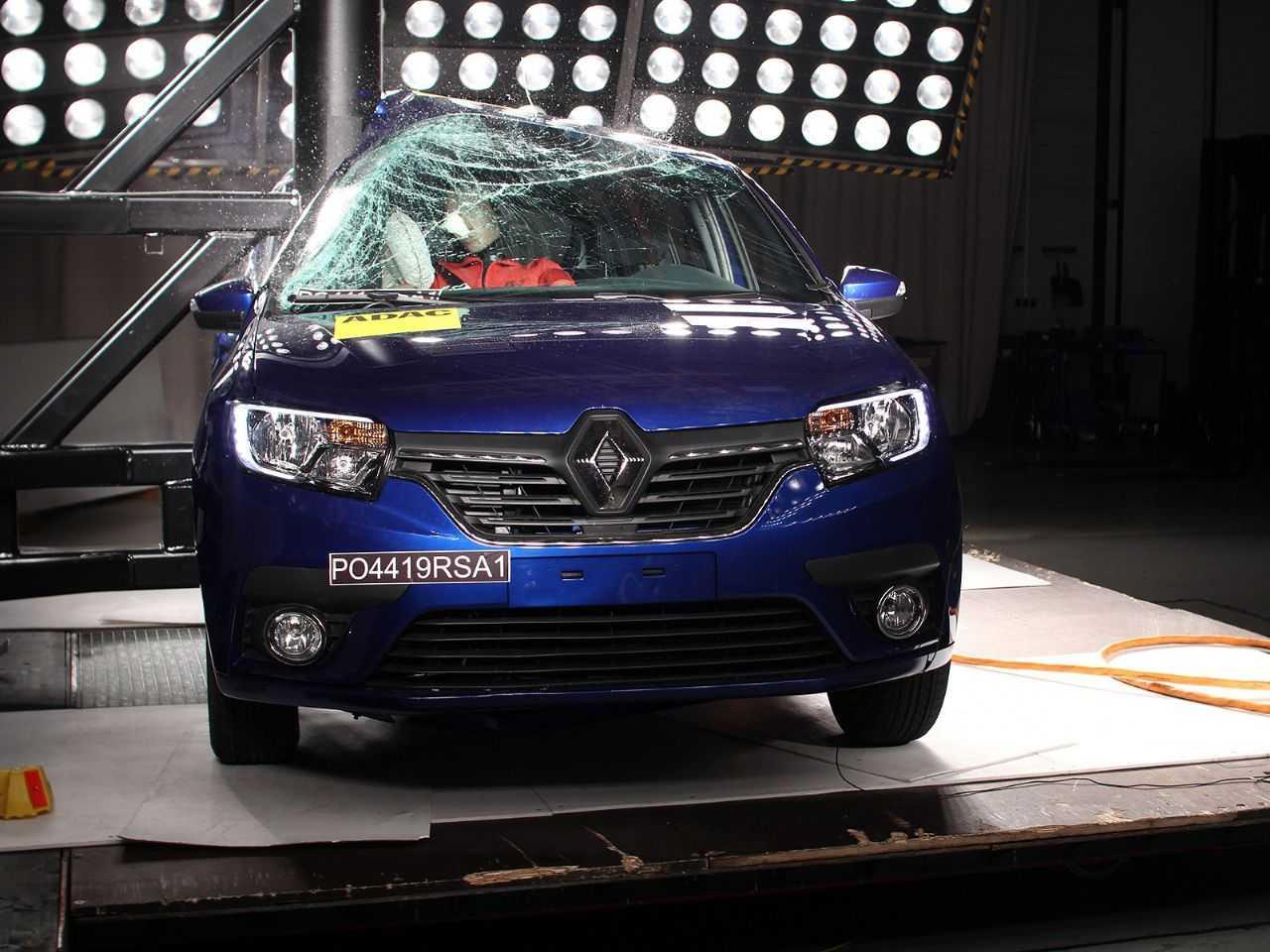 Acima o Renault Sandero durante avaliação do Latin NCAP