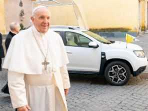 Sem ostentação: Papa Francisco usará Duster como carro oficial