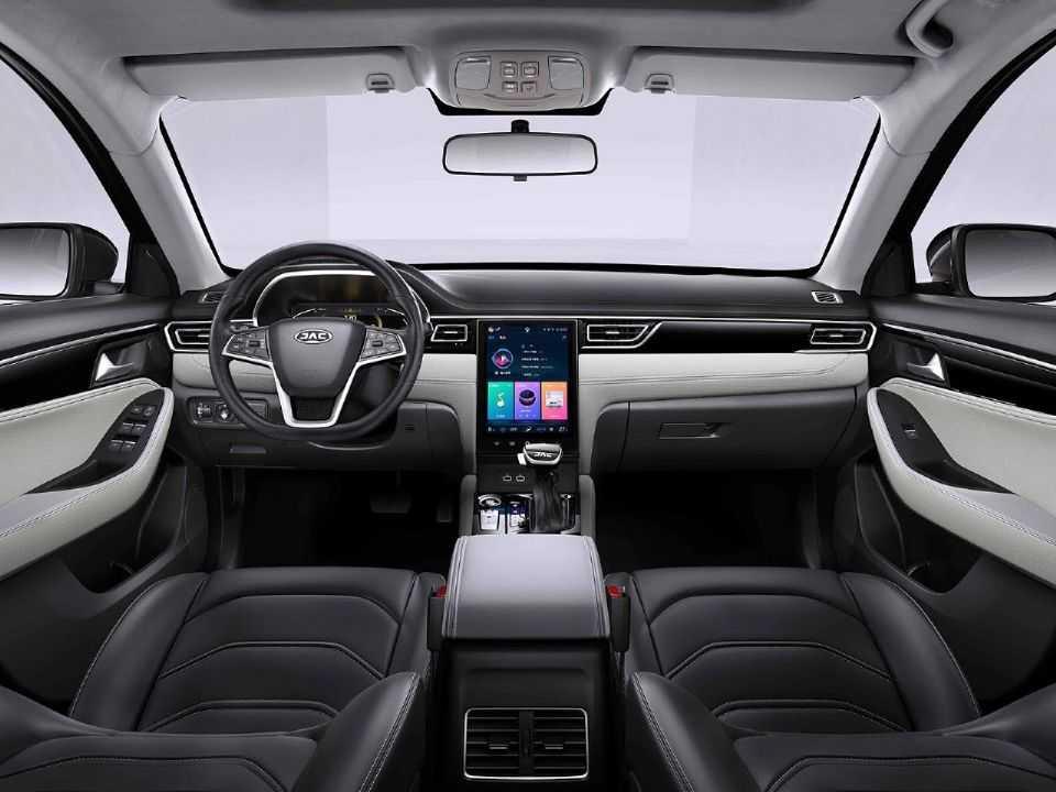 Detalhe do interior do JAC J7, nome que será adotado pelo sedan no Brasil