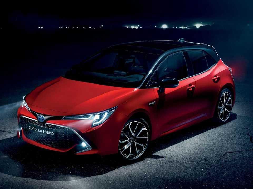Acima o novo Corolla híbrido em sua carroceria hatchback oferecida na Europa