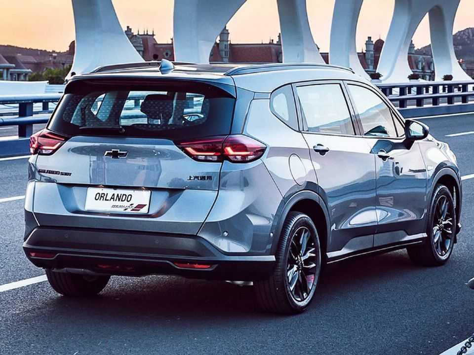 Acima o Chevrolet Orlando chinês: inspiração para o sucessor do Spin no Brasil