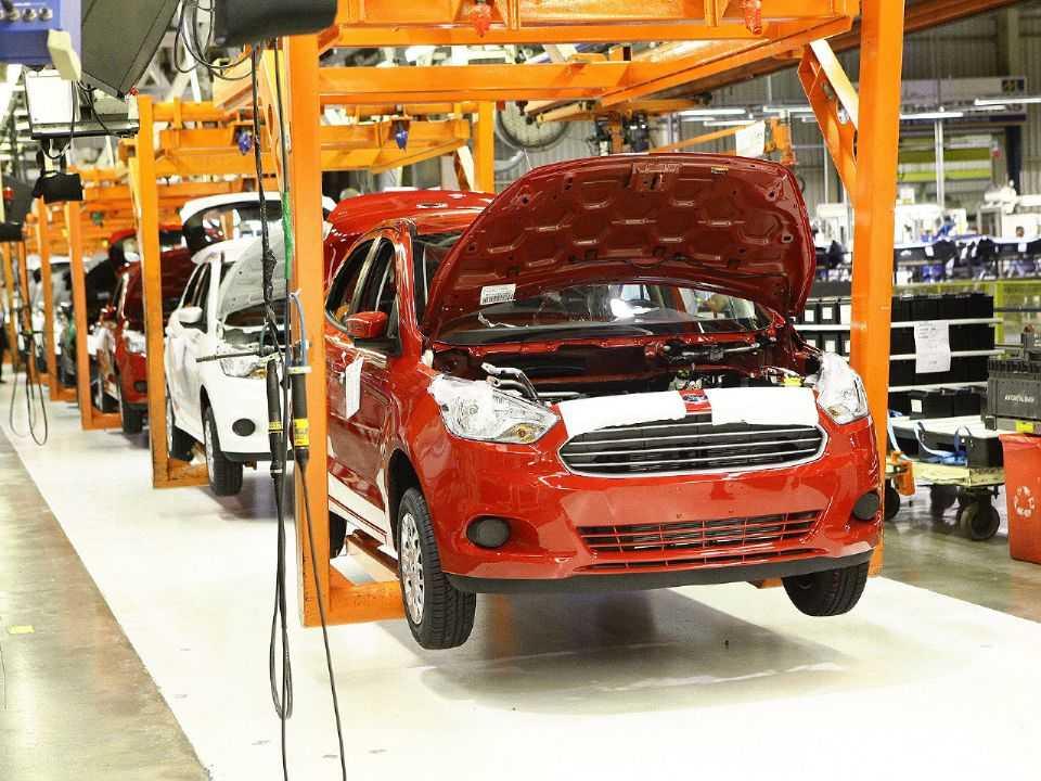 Acima o Ford Ka na linha de produção de Camaçari (BA)