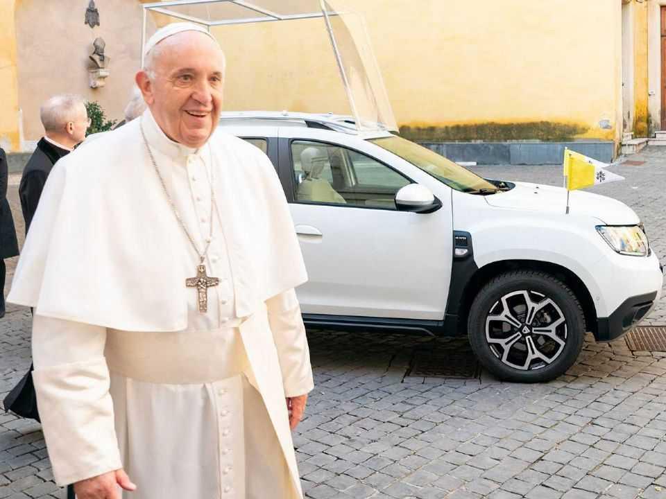 Papa Francisco utilizará um Dacia Duster como carro oficial