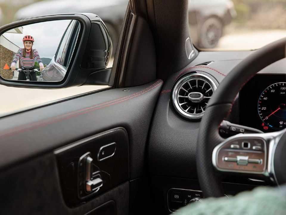 Teaser da nova geração do Mercedes-Benz GLA