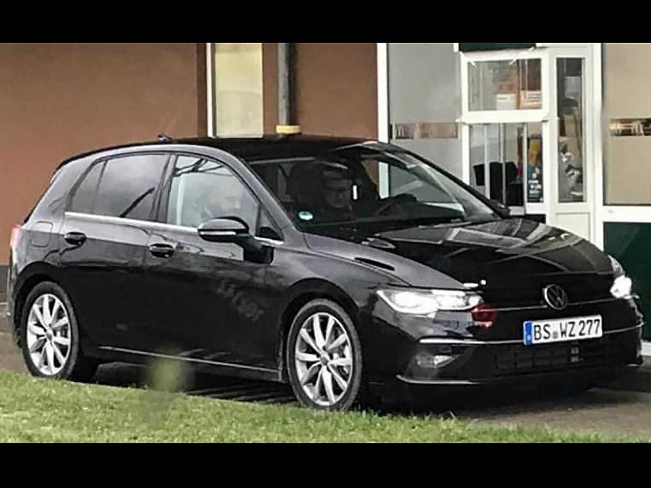 Flagra da oitava geração do Volkswagen Golf em testes
