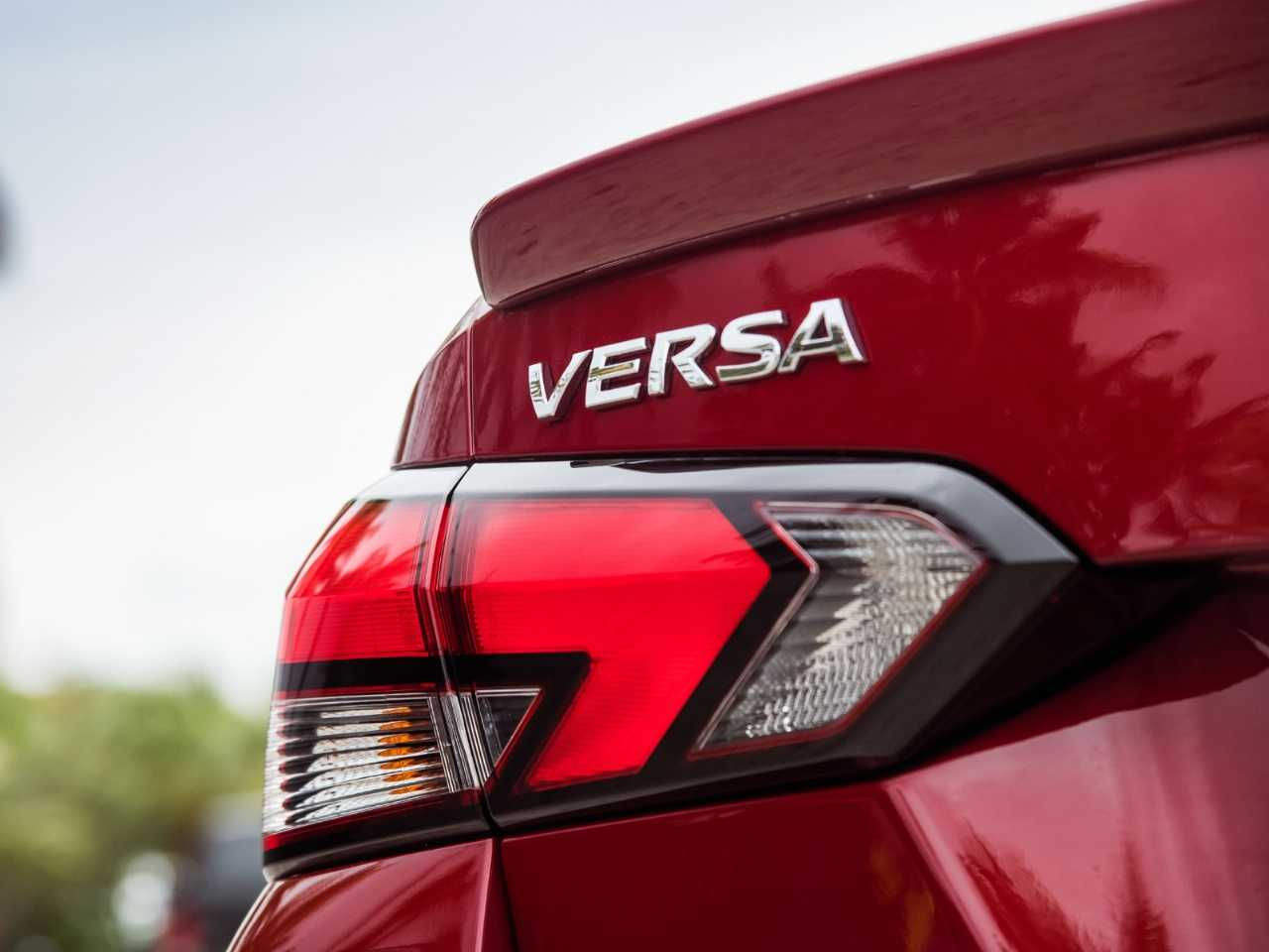 NissanVersa 2020 - lanternas