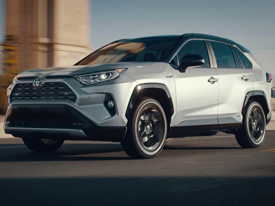 Acima a nova geração do Toyota RAV4 em sua configuração híbrida