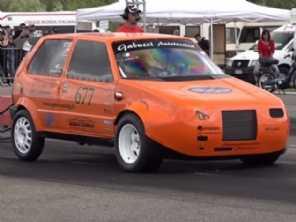 Acredite: existe um Fiat Uno que acelera o mesmo que um McLaren GT