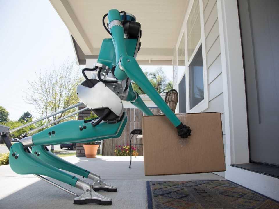 Robô Digit é o novo entregador de encomendas compradas pela internet