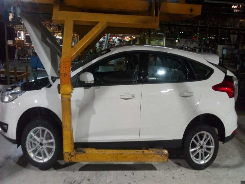 FordFocus 2019 - lateral