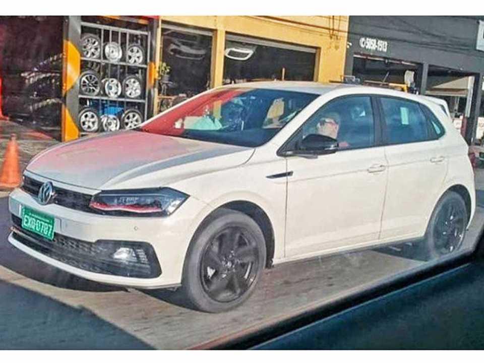 Volkswagen Polo GTS já anda sem disfarces nas ruas