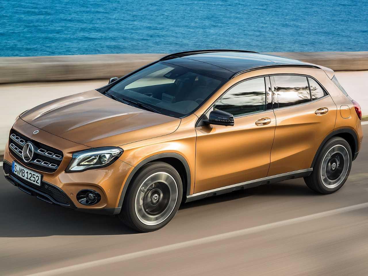 Acima o Mercedes-Benz GLA atual: sucessor será revelado neste ano na Alemanha