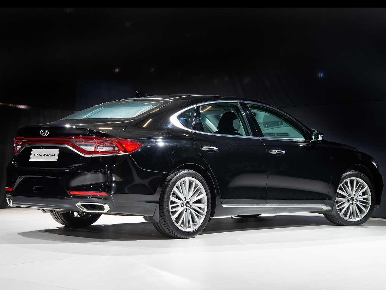 HyundaiAzera 2019 - ângulo traseiro