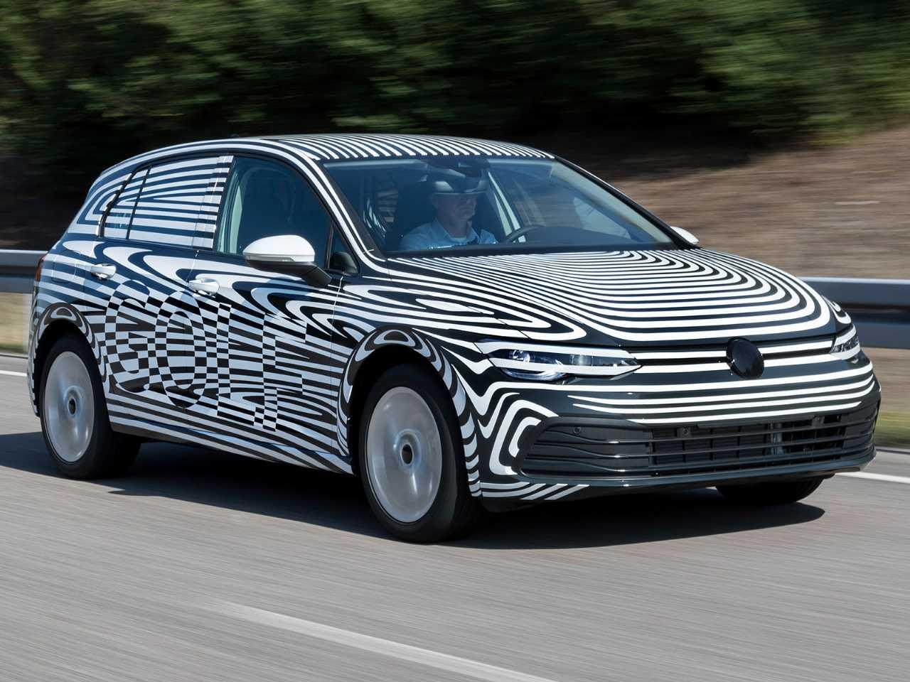 Protótipo da oitava geração do VW Golf em sua fase final de testes na Europa