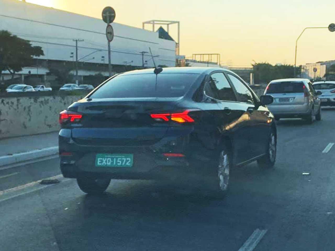 O inédito Onix Sedan circula em São Paulo sem disfarces