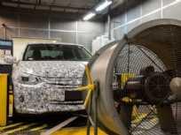 Onix Sedan, que será lançado ainda em 2019, em um dos laboratórios do CPCA