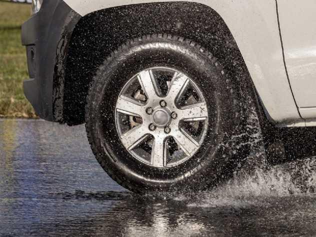 Como é dentro de um pneu com o carro em movimento? Vídeo esclarece a dúvida